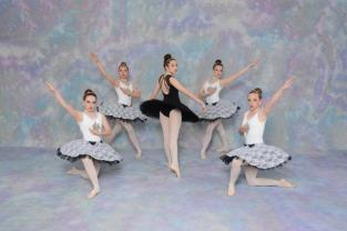 Senior_Ballet_Imperial_March_Tues._6-00-6-30-96565_8955.jpg